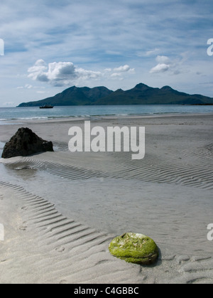 The Bay of Laig on the Isle of Eigg, with the Isle of Rum in the background - Stock Image