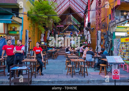 Sunset Street bar and restaurant, Khaosan Road, Banglamphu, Bangkok, Thailand - Stock Image