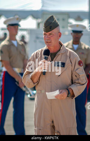 Col. Frank A Richie USMC addressing the crowd at the 2010 MCAS Miramar airshow. - Stock Image