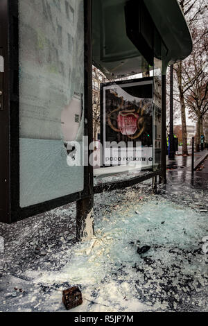 Paris, France. 1st December, 2018.  Destroyed bus stop during the Yellow Vests protest against Macron politic. Credit: Guillaume Louyot/Alamy Live News - Stock Image