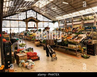 Portugal, Lisbon, Avenida 24 de Julho, Mercado da Ribera, Ribera Market, fresh fruit and vegetable traders - Stock Image