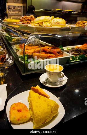 Tortilla and coffee, breakfast, Mercado de La Boqueria, Mercat de la Boqueria, Sant Josep market, El Raval, Barcelona, - Stock Image