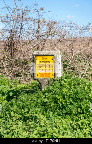 Gas pipeline in vicinity warning sign - Stock Image