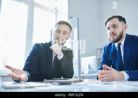 Presentation of broker - Stock Image