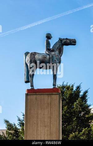 Kreuzberg-Berlin. Blue man on Horse Sculpture, Blaue Pferdstatue. - Stock Image