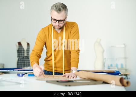 Tailor in workshop - Stock Image