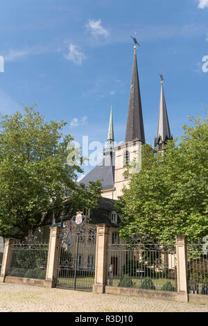 The Cathédrale Notre-Dame seen from Clairfontaine Square, in Luxembourg City, Luxembourg, Europe - Stock Image