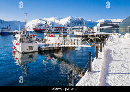 Fishing boats and Hurtigruten cruise ship MS Richard With berthed at Honningsvåg, Finnmark County, the northernmost - Stock Image