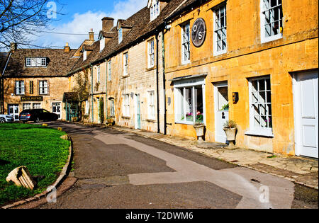Restaurant and cottages, Moreton in Marsh, Cotswolds, Gloucestershire, England - Stock Image