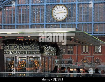 St Pancras Station interior Camden London England UK Searcys Champagne bar - Stock Image
