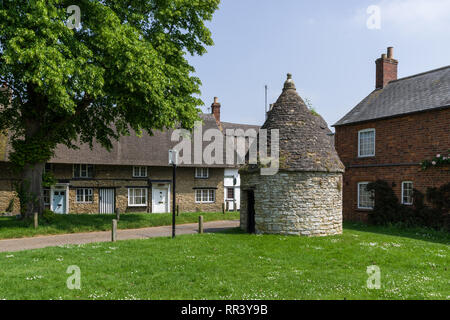 Circular lock-up or prison, built in 1824, on the village green at Harrold, Bedfordshire, UK - Stock Image