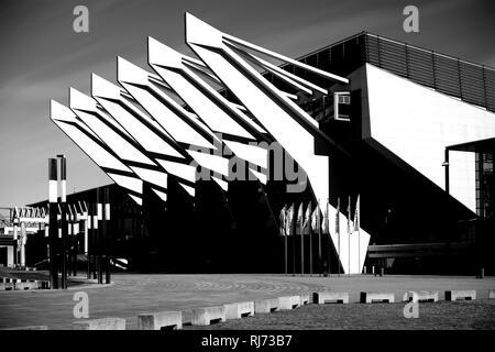 Bremen, Deutschland, Die moderne Glasfassade mit Stahlkonstruktion der ÖVB Arena - Stock Image