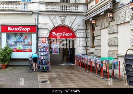 Euroshop. Shop selling goodsfor one Euro on Kranoldplatz, Lichterfelde-Berlin - Stock Image