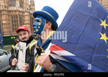 London, UK. 19th December 2018. A small group of extreme right-wing pro-Brexit protesters came to shout and argue with the daily SODEM (Stand of Defiance European Movement) protesters and to shout personal insults at Steven Bray who founded SODEM in September 2017. Police tried hard to keep the clashes peaceful, and warned the right-wing protesters about their language. The Brexiteers then accused the police of taking sides. Eventually they moved away to protest outside parliament. Peter Marshall/Alamy Live News - Stock Image
