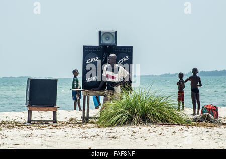 Preparations for a beach party on Nyangai Island, the Turtle Islands, Sierra Leone. - Stock Image