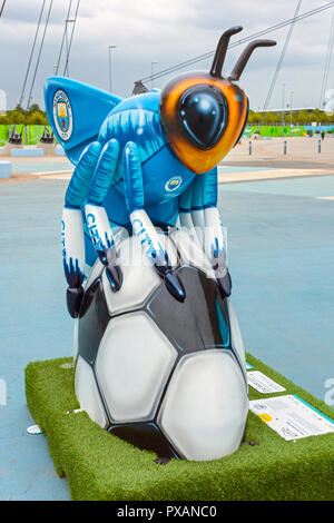 Mike Summer-Bee, by Adam Pekr - Inkversion.  One of the Bee in the City sculptures, at City Square, Etihad Campus, Manchester, UK. - Stock Image