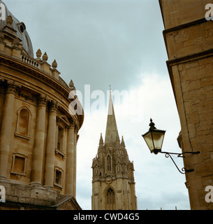 Radcliffe Square, Oxford. Late summer The Radcliffe Camera, part of the Bodleian Library - left, St Mary's Church - Stock Image
