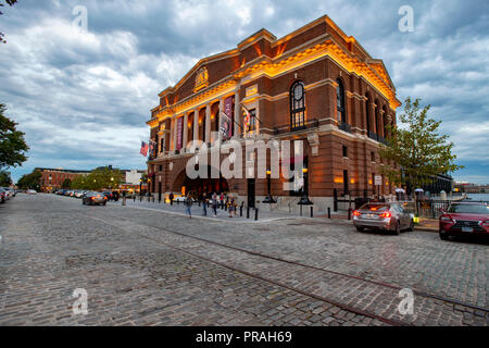USA Maryland Baltimore Fells Point The Sagamore Pendry Hotel exterior at night once the city rec pier - Stock Image