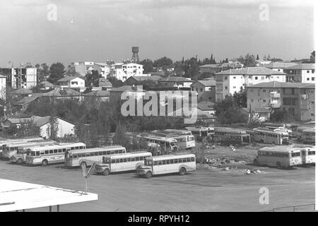 Herzliya in 1964, with the Central Bus Station in the foreground - Stock Image