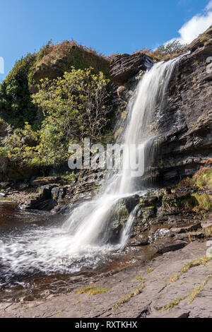 Waterfall on Allt na Pairte river as it plunges over sea cliffs into a pool at Boreraig, Isle of Skye, Scotland, UK - Stock Image