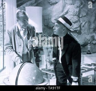 SURPRISE PACKAGE (1960)  NOEL COWARD  YUL BRYNNER  STANLEY DONEN (DIR)  MOVIESTORE COLLECTION LTD - Stock Image