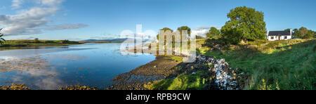 Remote shoreline holiday cottage, Lower Breakish, Isle of Skye, Scotland, UK - Stock Image