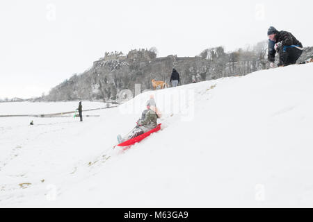 Stirling Castle, Scotland, UK - 28 February 2018: UK weather - families enjoying heavy snow as they sledge on the - Stock Image