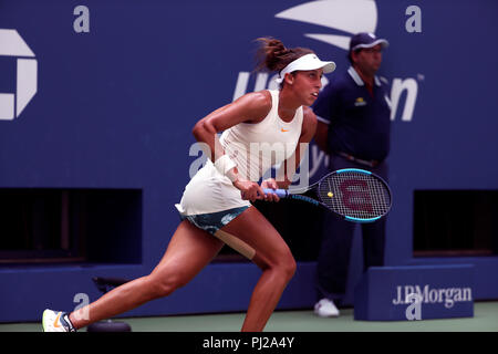 Flushing Meadows, New York - September 3, 2018: US Open Tennis:  Madison Keys of the United States in action during her fourth round match against Dominika Cibulkova of Slovakia at the US Open in Flushing Meadows, New York. Credit: Adam Stoltman/Alamy Live News - Stock Image