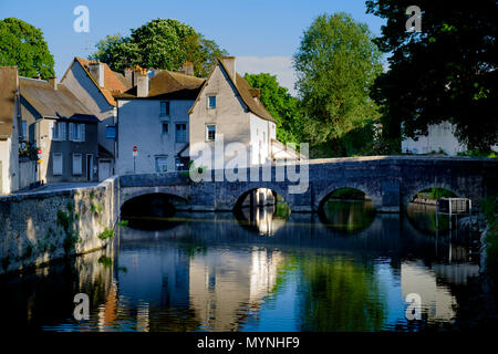 Pont des Minimes multi span old bridge  over the River Eure at Chartres - Stock Image