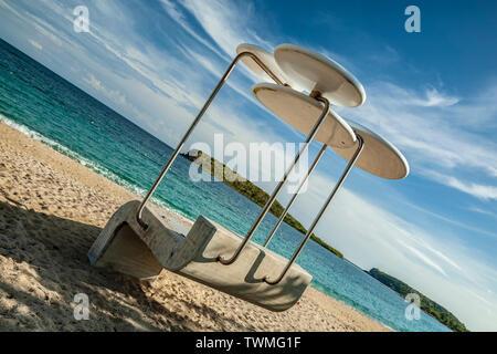 Modernist lifeguard station, Sombé (Sun Bay) Beach, Vieques, Puerto Rico - Stock Image