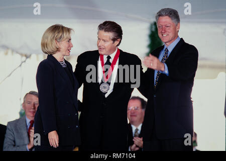 Musician Don Henley of the Eagles is presented the National Medal of Humanities by President Bill Clinton and First Lady Hillary Clinton during a ceremony on the South Lawn of the White House September 29, 1997 in Washington, DC. - Stock Image