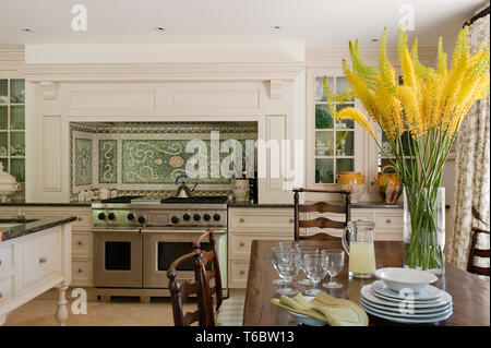 Country style kitchen and dining room - Stock Image