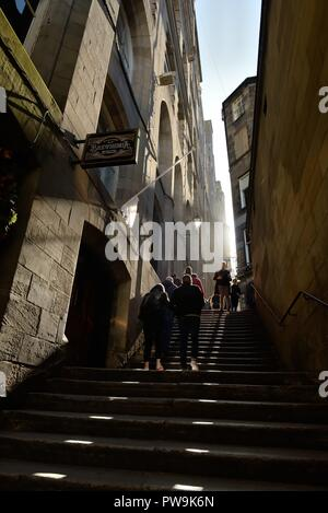 Steep steps of old Edinburgh's Fleshmarket Close passageway in Scotland, UK and inspiration for a book and TV episode. - Stock Image