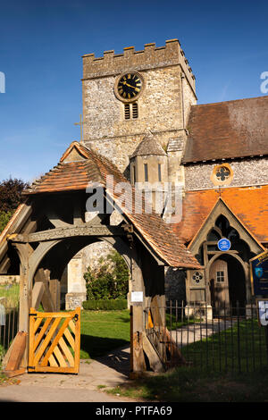England, Berkshire,  Streatley, St Mary's parish church and lych gate, with Lewis Carroll blue plaque on porch - Stock Image