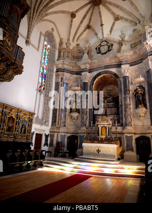 The main interior of the massive 12-century gothic Cathedral of the city of Evora in the Alentejo region of Portugal - Stock Image