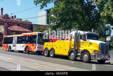 Melbourne, Australia. 29th Nov, 2017. Suburban bus about to be towed, following a breakdown during the November - Stock Image