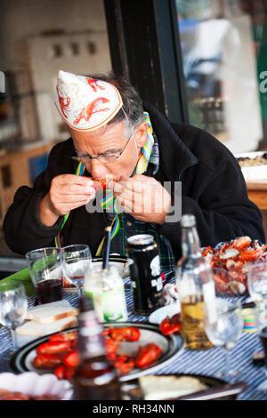 Man eating crayfish - Stock Image