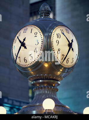 Clock in Grand Central Station commuter terminal - Stock Image