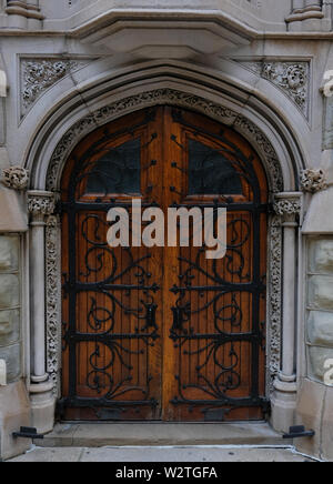 An ornate wooden door on the historic First Presbyterian Church in downtown Pittsburgh, Pennsylvania, USA - Stock Image