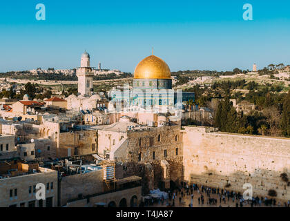 Panoramic view of the Western Wall and the Temple Mount in the old city of Jerusalem, Israel. - Stock Image