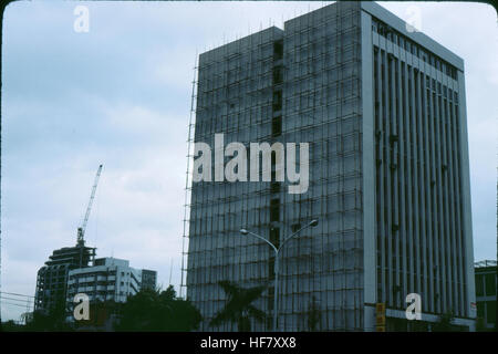 High rise with bamboo scaffolding from bottom to roof; Taipei, Taiwan. - Stock Image
