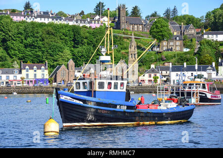 Fishing boat in harbour, Tobermory, Isle of Bute, Inner Hebrides, Argyll and Bute, Scotland, United Kingdom - Stock Image