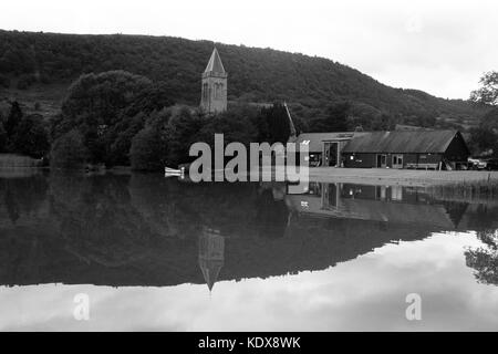 View of Port of Mentieth church and fisheries from the pier - Stock Image