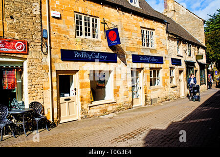 Stow on the Wold, Cotswolds, Red Rag Art Gallery, Gloucestershire, England - Stock Image