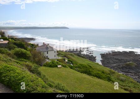 Cottage on the cliff overlooking Woolacombe Beach, Woolacombe Bay, Devon, UK - Stock Image