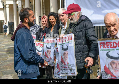 London, UK. 10th August 2018. Ali Mushaima (left) who has been on hunger strike at the Bahrain embassy since the start of August to save his fathers life speaks with campaigners at the vigil by Inminds Islamic human rights organisation vigil calling for the immediate release of Hassan Mushaima and all the other 5000 Bahraini prisoners of conscience languishing in the Al-Khalifa regimes jails. They also demanded the British government end its complicity in the Al Khalifa dictatorship's crimes against the Bahraini people. Credit: Peter Marshall/Alamy Live News - Stock Image