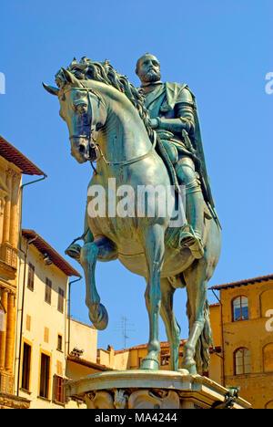 Florence, Tuscany, Italy. Equestrian monument to Cosimo I (by Giambologna - 1595) in Piazza della Signoria - Stock Image
