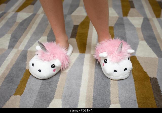 Newsphoto Fluffy Unicorn Slippers