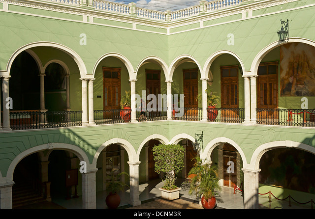 arcade-and-courtyard-of-the-government-p