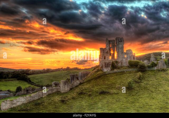 corfe-castle-dorset-F2YAYG.jpg